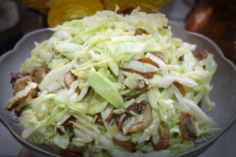 салат с капустой и грибами рецепт