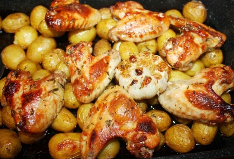 Крылышки с картошкой в духовке рецепт в фольге